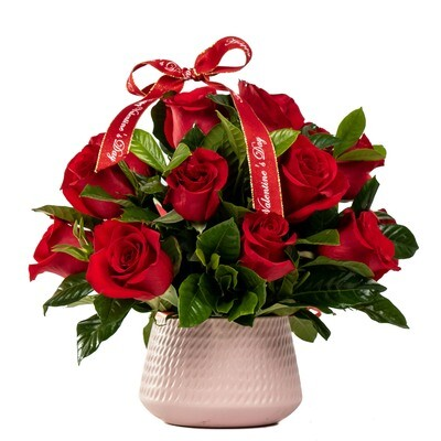 Amadis | Arreglo de 18 rosas rojas en base cerámica