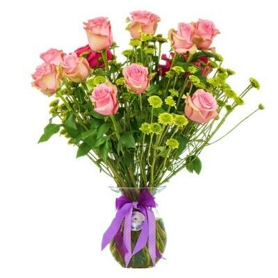 Mirna | rosas rosadas en florero