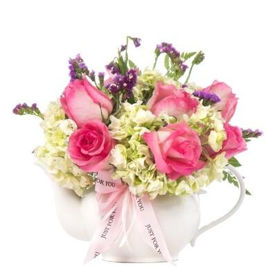 Dudy Arreglo de Rosas y hortensias en Tetera