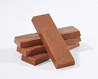 Плитка из молочного шоколада с орехами / 30 гр.