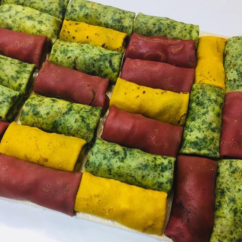 Блинчики цветные с адыгейским сыром и лососем (300 гр.)