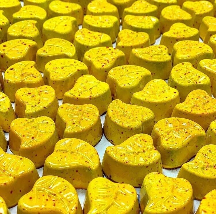 Корпусная конфета Манго-маракуйя / 30 грамм