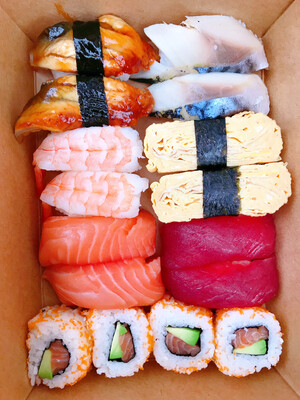 Sushi Set with Miso Soup 味噌汁付き