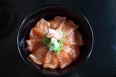 Sake Don with Miso soup 味噌汁付き