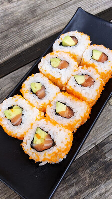Inside Out Roll: Sake Avocado Uramaki Sushi 鮭アボ裏巻き (ab €8,30→€6,90)