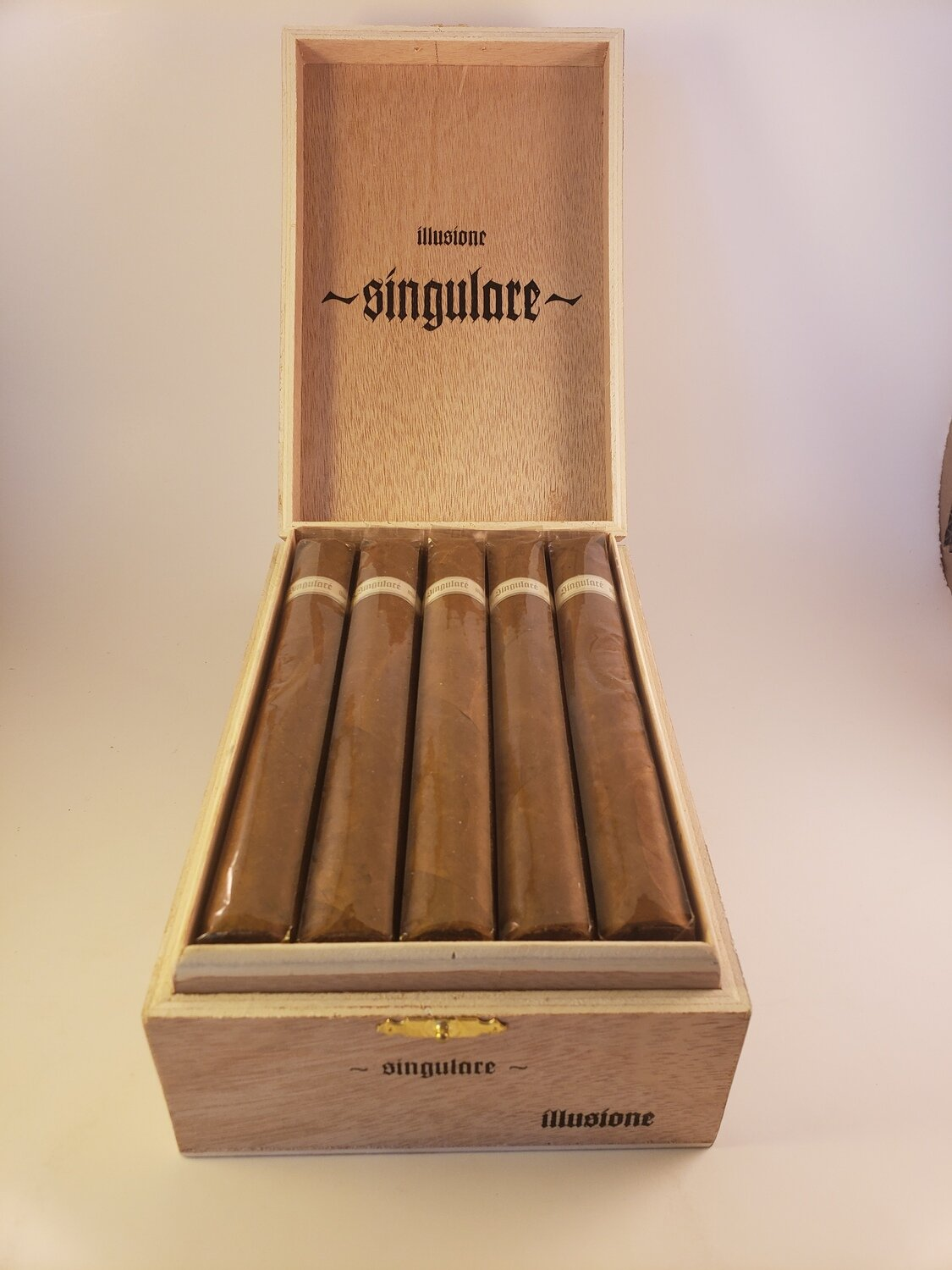 Illusione Singulare Turin 6 1/4 x 52 Single Cigar