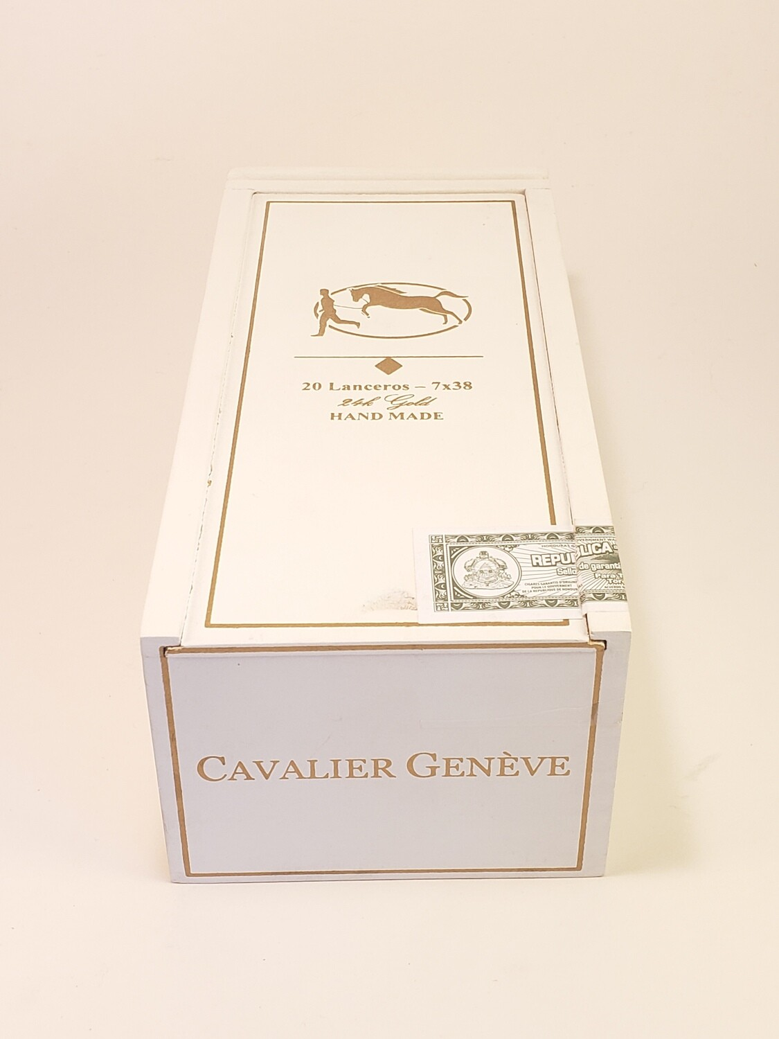 Cavalier Geneve Small Batch White Series Lancero 7 x 38 Box