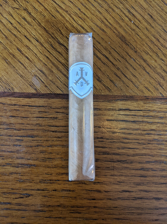 Adventura Royal Return Queens Pearls Robusto 4 1/2 x 50 Single Cigar