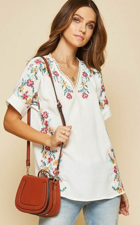Au White Embroidery Vneck Top