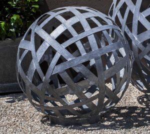Garden zinc sphere