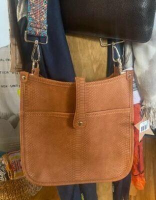 latitudes messenger purse