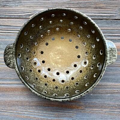 Black Tan Ombré Berry Bowl