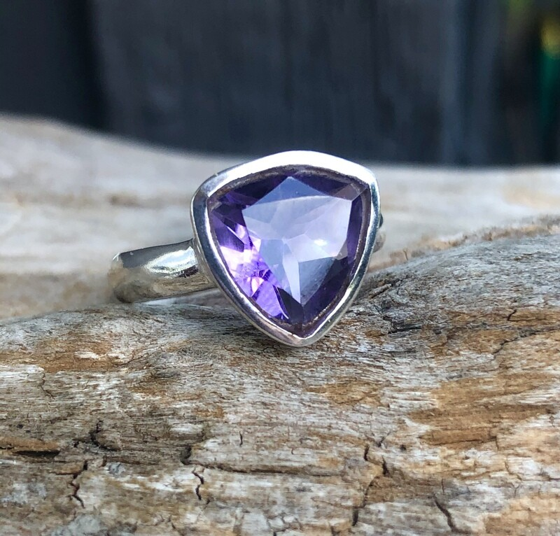 Elegant Polished Amethyst Ring Size 9