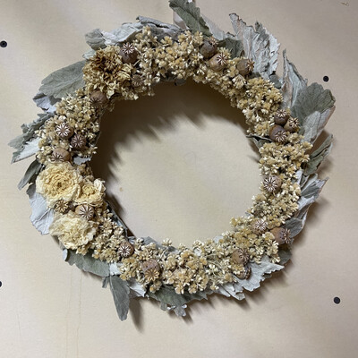 Ranunculus, Dusty Miller & Poppy Pods Dried Flower Wreath