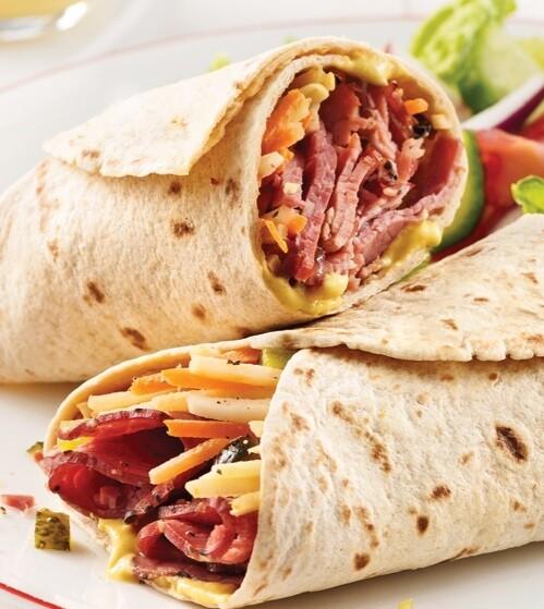 Wrap au smoked meat, légumes et salade de pâte
