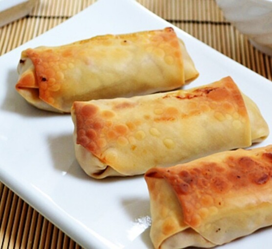 Egg roll au boeuf haché avec riz frit