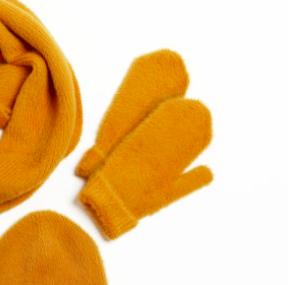Angora mittens mustard