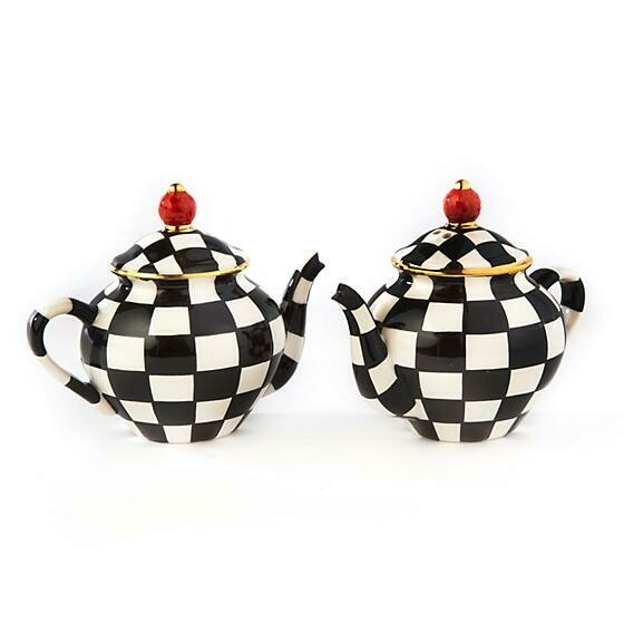 Teapot salt and pepper shaker set