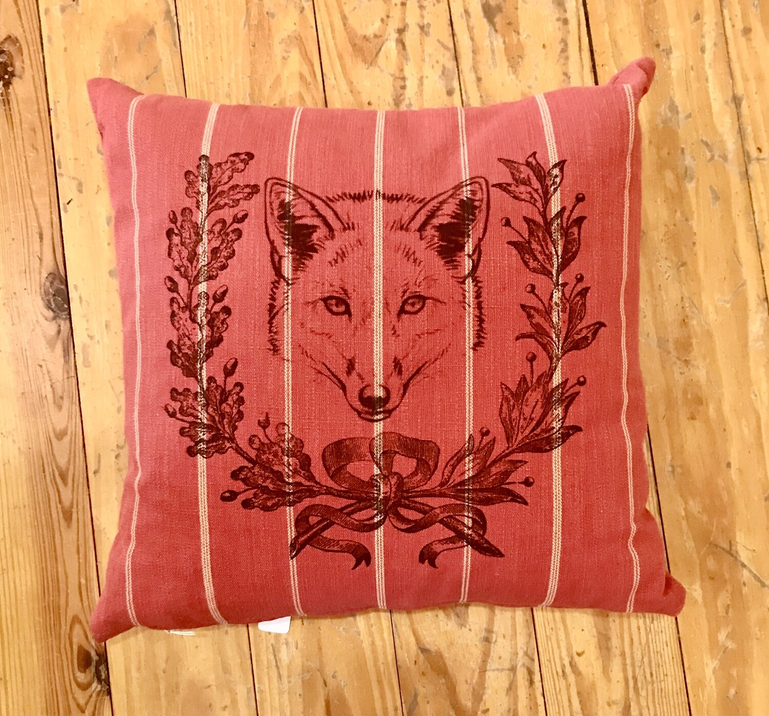 Fox with wreath pillow