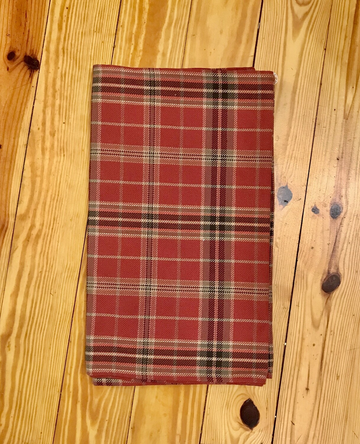 Table runner red plaid