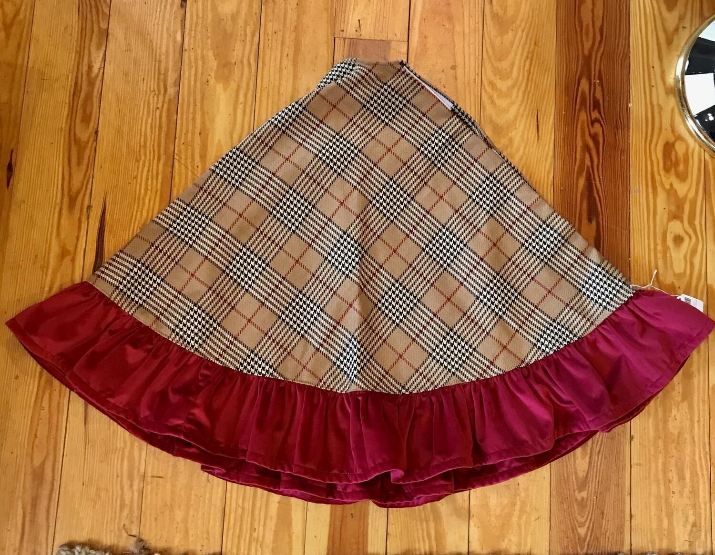 Tree skirt burberry and velvet