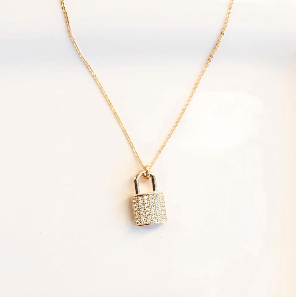 London lock necklace gold