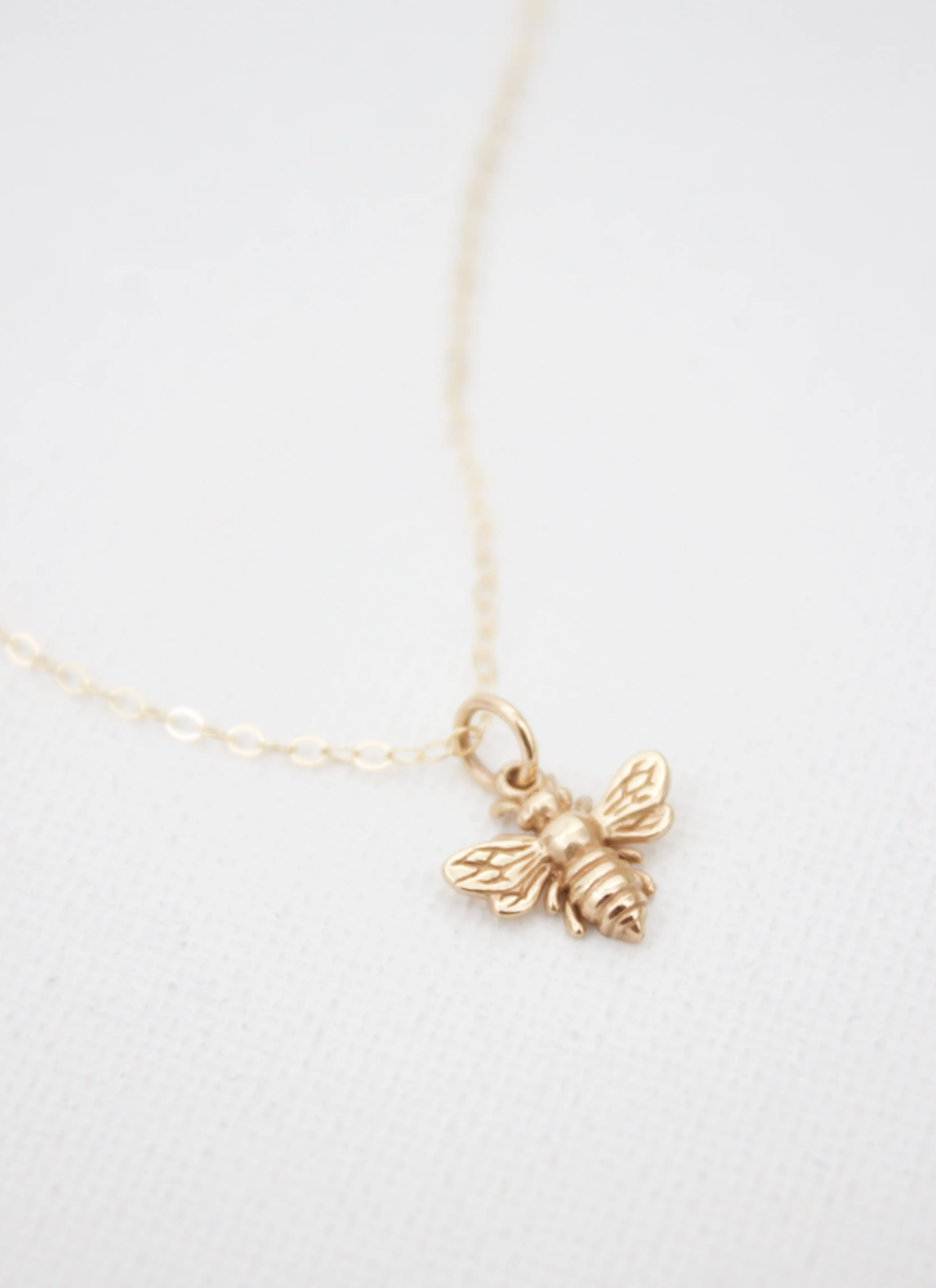 Bee charm necklace gold