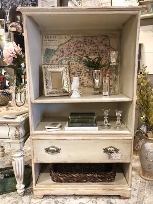 Chic Cabinet