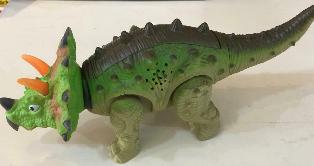 ديناصور اضاءه وموسيقى