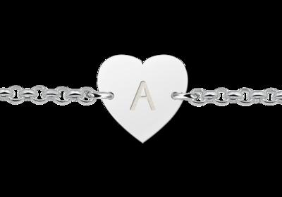 Silbernes Armband mit Buchstaben herzförmig