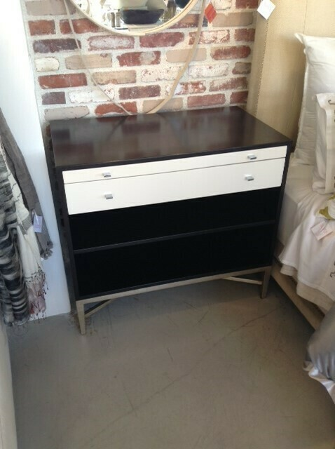 Moderne Two-Toned Nightstand w/Shelf