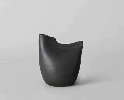 ES010 Bird Vase - Large Black