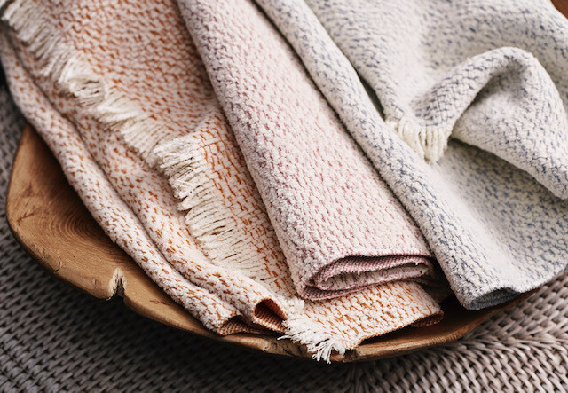 LM086 Luxe Outdoor Throw in Blush