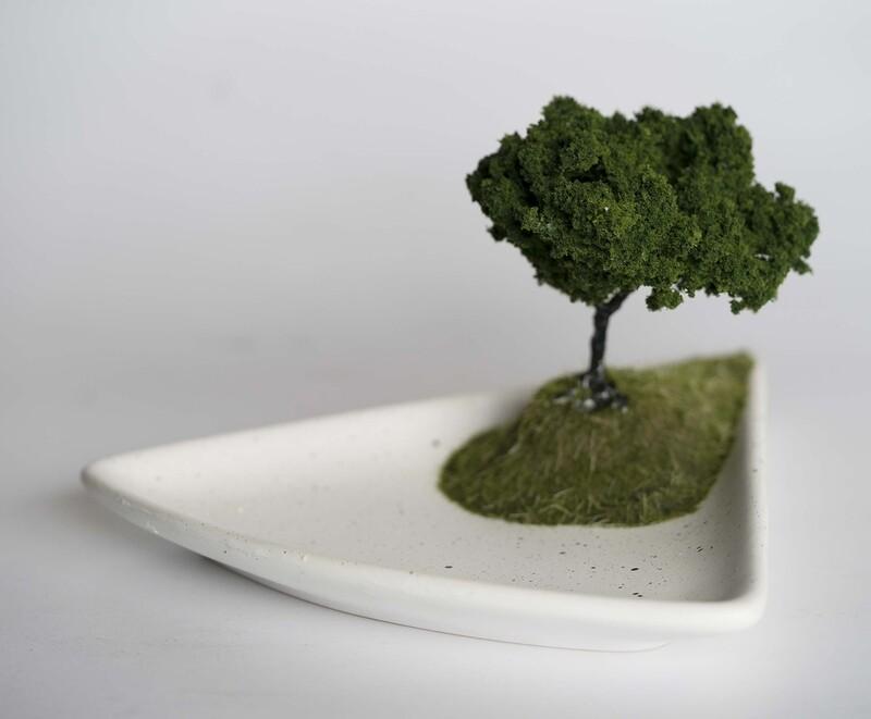 Triangle Plate with Tree Diorama 01