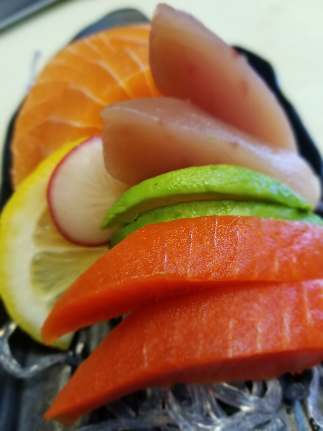 Assorted Sashimi (6pcs)