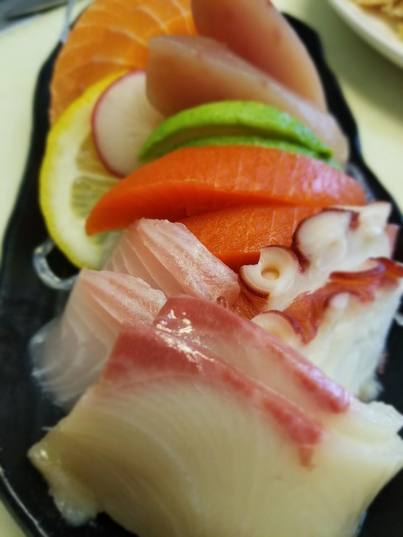 Assorted Sashimi (12pcs)