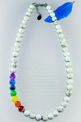 Halskette Howlith mit Shakrasteinen