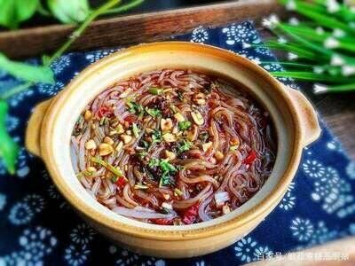 【精武鸭脖】 Sour Spicy Pork Meat w. Sweet Potato Noodle 酸辣肉沫红薯粉 (Closed Monday)