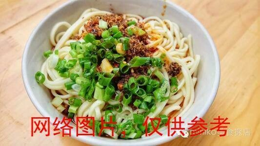【面面聚道】Green Pepper and Soybean Paste Noodle with pork素椒炸酱面