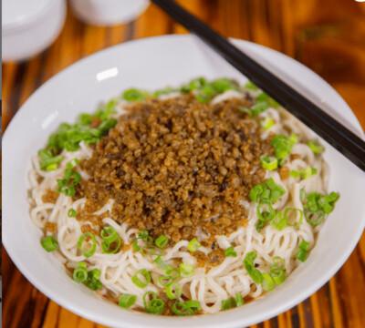 【面面聚道】Szechuan Spicy Tangy Noodle W. Pork (W.Peanut) 四川担担面