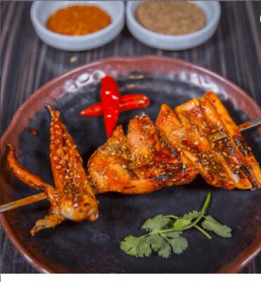 【新疆烧烤】Squids Skewer w/Garlic & Seafood Sauce 烤大鱿鱼1份(Closed Tuesday)