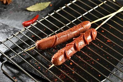 【新疆烧烤】Hot Dog Sausage 烤王中王火腿肠 1份 特价优惠买一赠一,优惠截止至2月1日(Closed Tuesday)