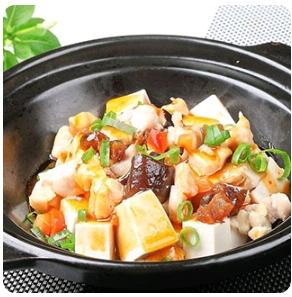 【金冠】Diced Chicken & Salty Fish w/Tofu咸鱼鸡粒豆腐煲