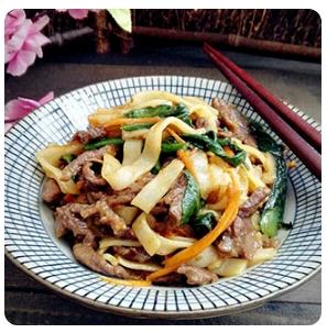 【金冠】Flat Rice Noodle w/Beef & Chinese Broccoli芥兰牛河