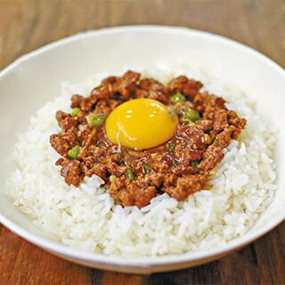 【华洋】Minced Beef W. Raw Egg On Rice 窝蛋免治牛肉饭