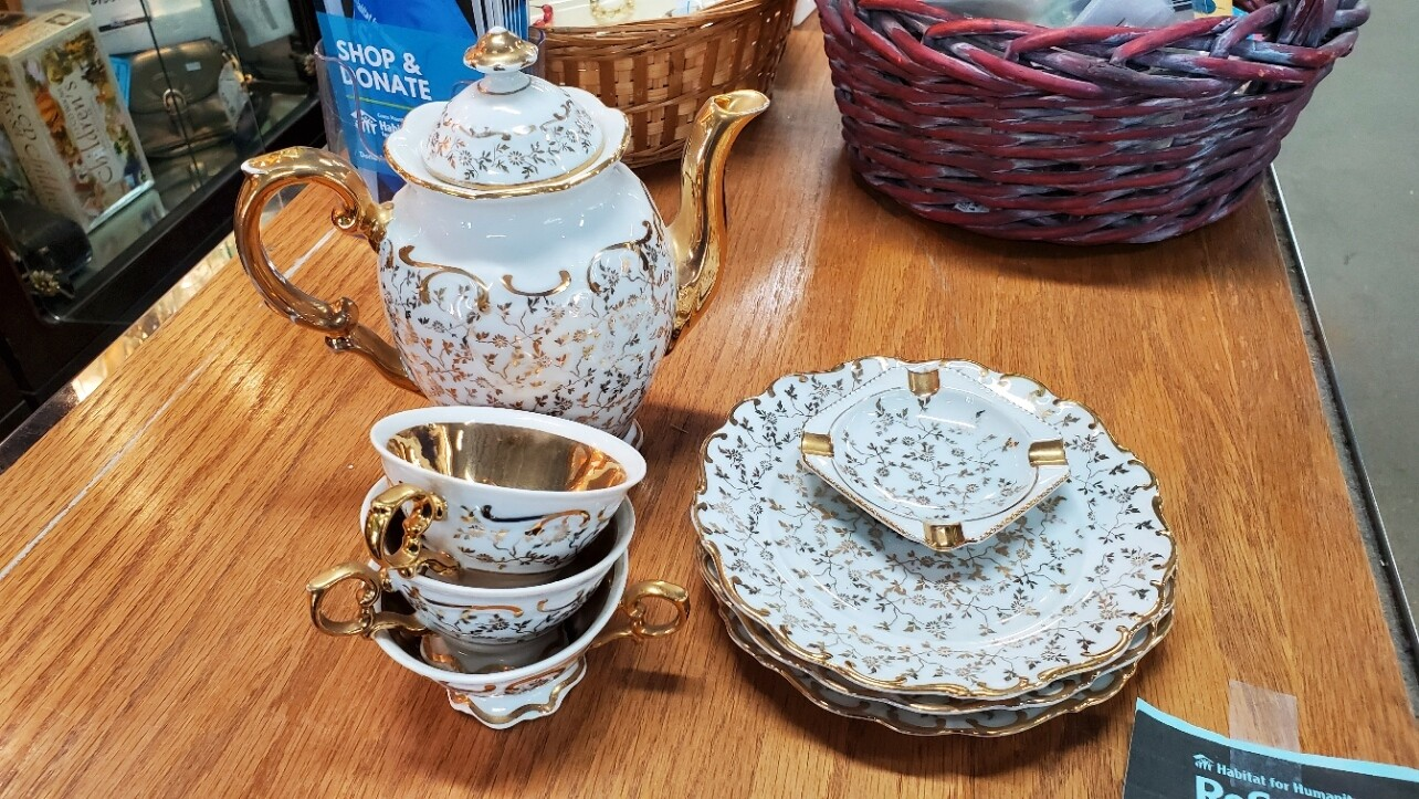Haus Dresden Gold Trim Tea Set