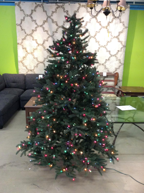 6ft Tree w/ Color Lights