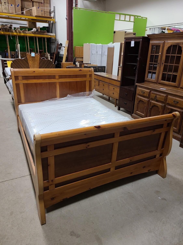 Vaughan Furniture Queen Bedframe