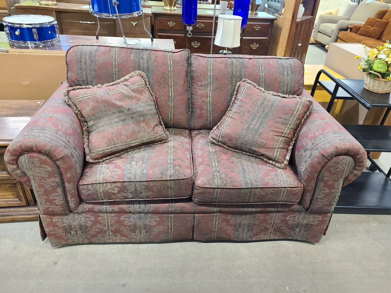 Hickory Hill Loveseat