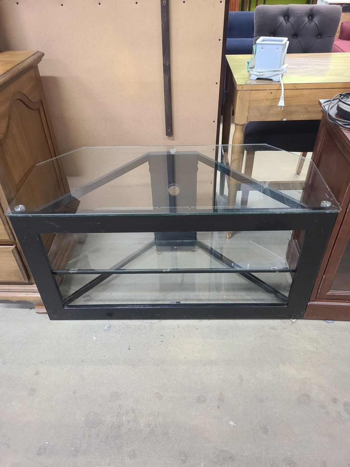 Glass Entertainment Stand2